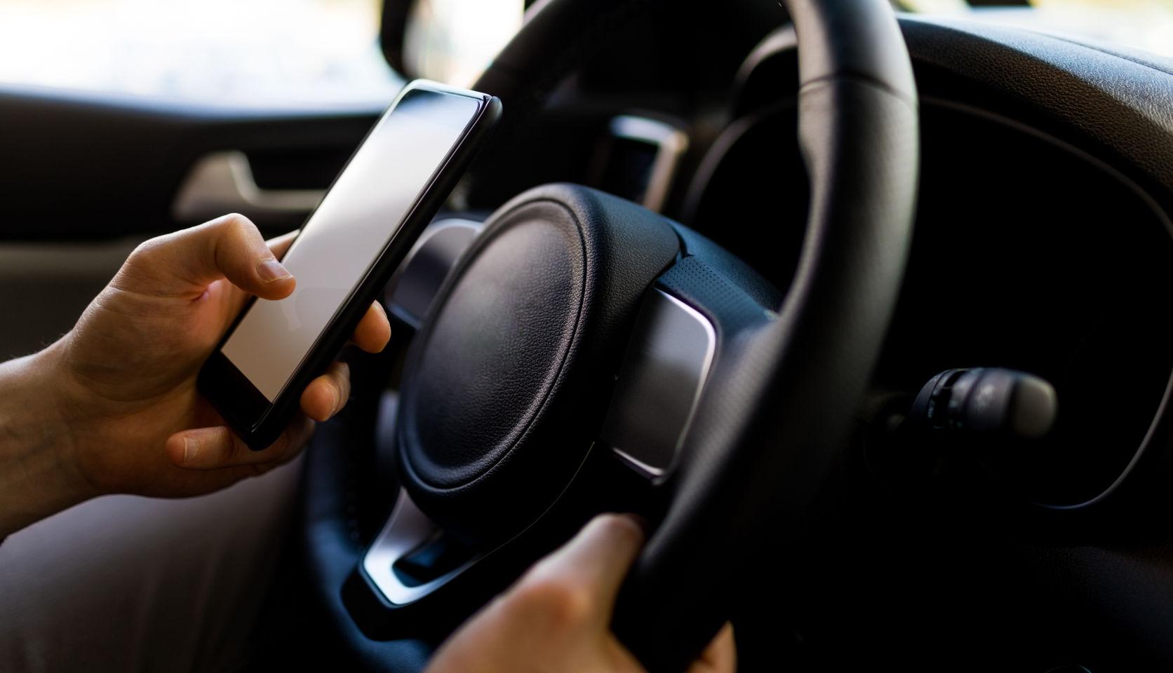 Support téléphone voiture